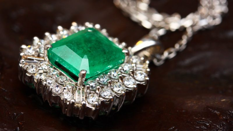Advice On Matching Your Jewlry Choice With Your Attire